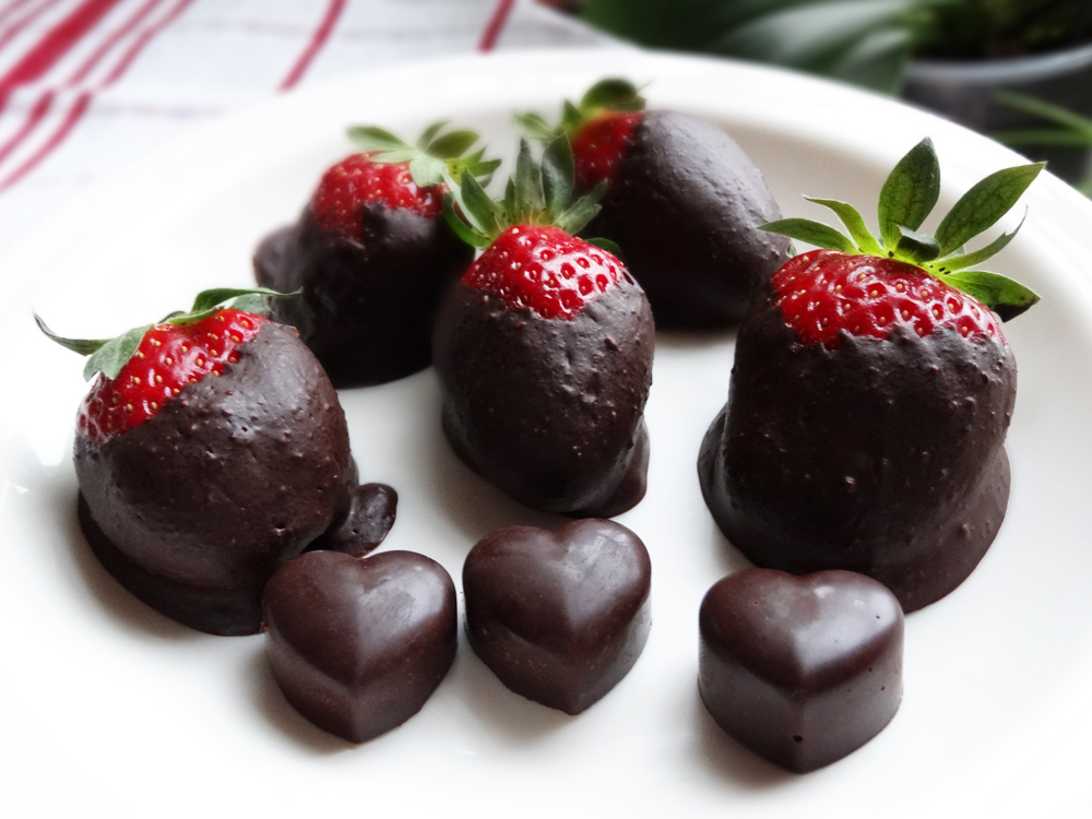 maasikad toorshokolaadis