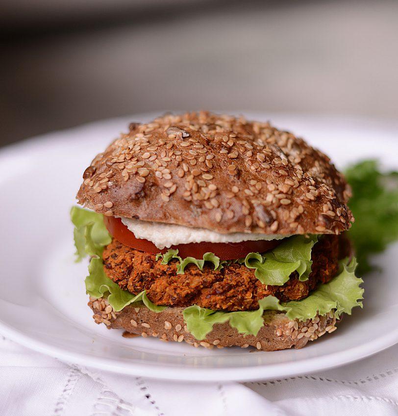 kinoa-kikerherne burger